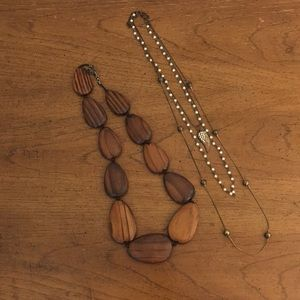 Jewelry - Lot of two necklaces